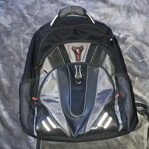 Gently used Swiss Gear back pack!